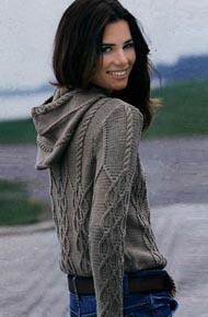 Вязание для женщин. Вязаный женский пуловер с капюшоном