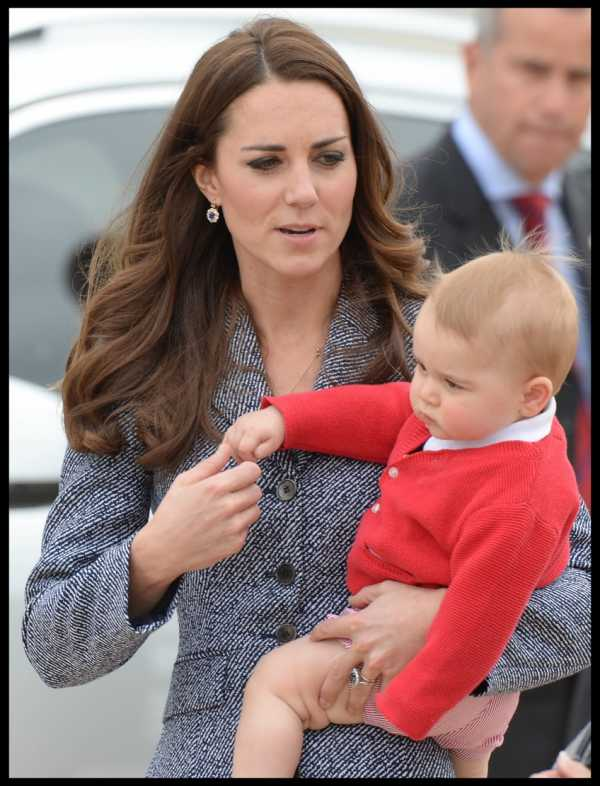OZ-Tour-2014-Leaving-Canberra-Australia-Airport-Kate-in-Michael-Kors-Holding-Prince-George-Red-Sweater-848-x-1111.jpg